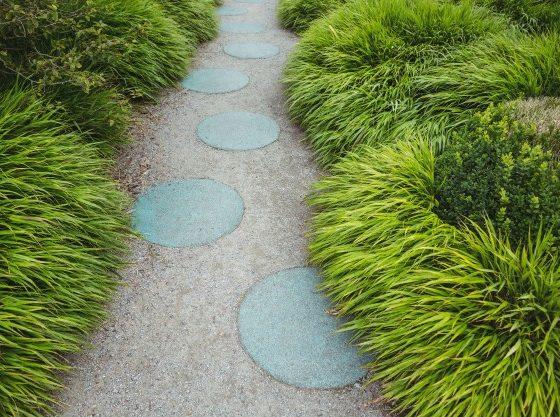 stepping-chemin-de-jardin-en-pierre_1252-1029